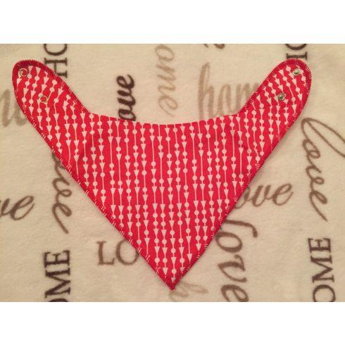 Piros alapon  fehér háromszög és kör mintás vékony polár hátuljú lány nyálkendő - one size - patentos