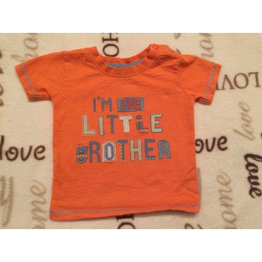 George 0- 3 hó 56-62 cm 5,5 kg  narancssárga alapon  kékes I'm the little brother feliratos pamut fiú felső